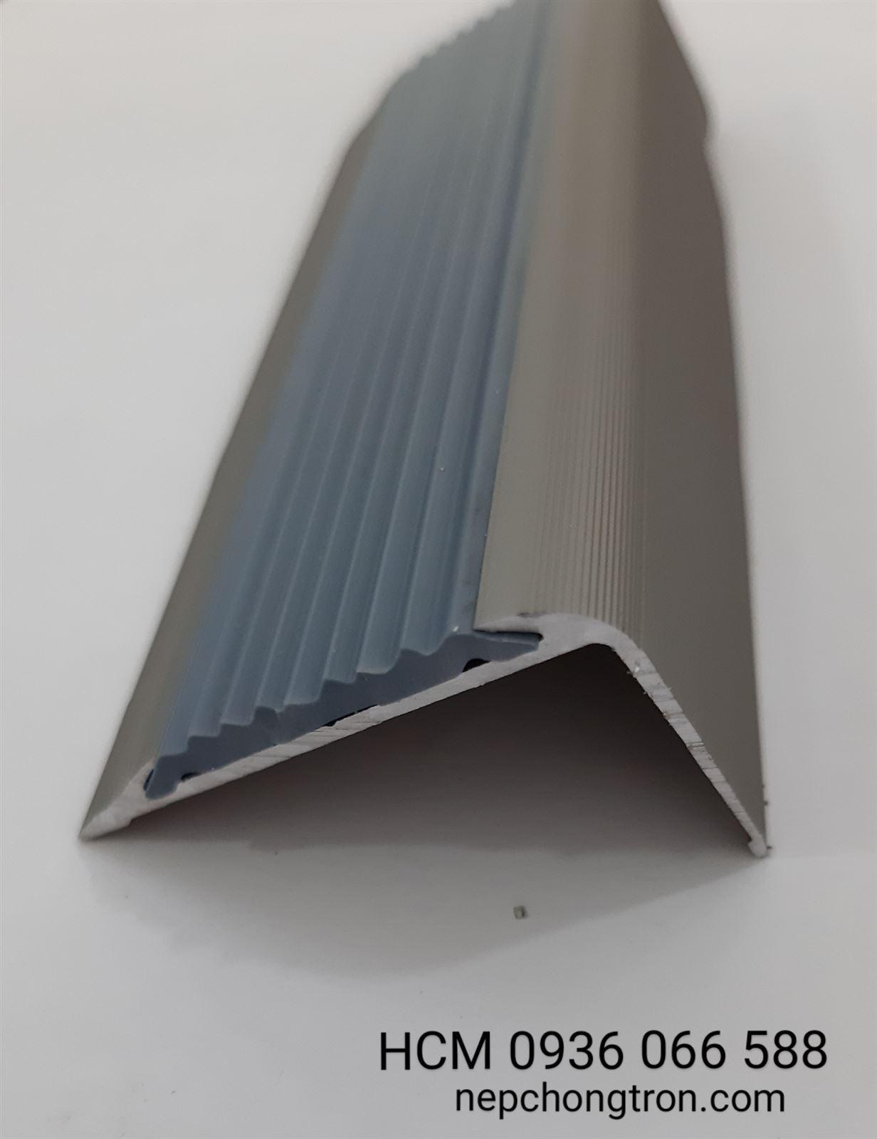 Nẹp chống trơn TL30, Nẹp mũi bậc cầu thang